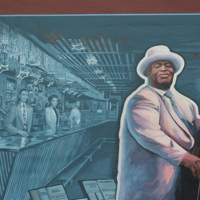 Riverfront mural of blues musician in Vicksburg, MS